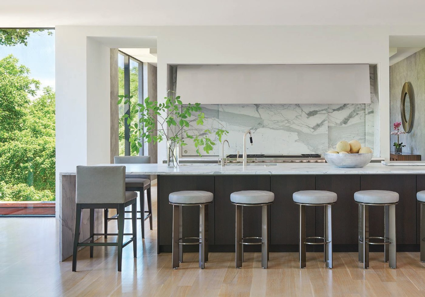 The bright kitchen includes Konst SieMatic (konstsiematic.com) cabinetry and Sub-Zero and Wolf appliances (subzero-wolf.com) PHOTOGRAPHED BY ANICE HOACHLANDER